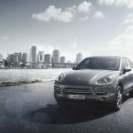 Mang tên Cayenne Platinum Edition và chỉ được sản xuất với số lượng giới  hạn, chiếc xe thể thao đa dụng (SUV) mới nhất được phân phối tại thị  trường Việt Nam có nhiều điểm khác biệt so với những chiếc Cayenne hiện  tại - Ảnh: Marc Urbano.